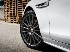 AEZ Steam Graphite vs. Jaguar XF Sportbrake