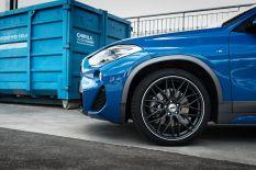 BMW X2 vs. AEZ Crest Dark