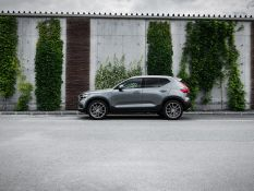 Volvo XC40 vs. AEZ Raise