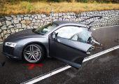 Ketté szakadt az Audi R8 a balesetben