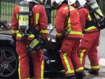A francia tűzoltók keresték, de nem találták a Porsche Cayman motorját